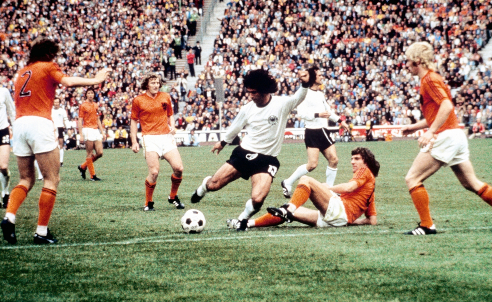 How Gerd Müller s 1971 72 season propelled him to greatness