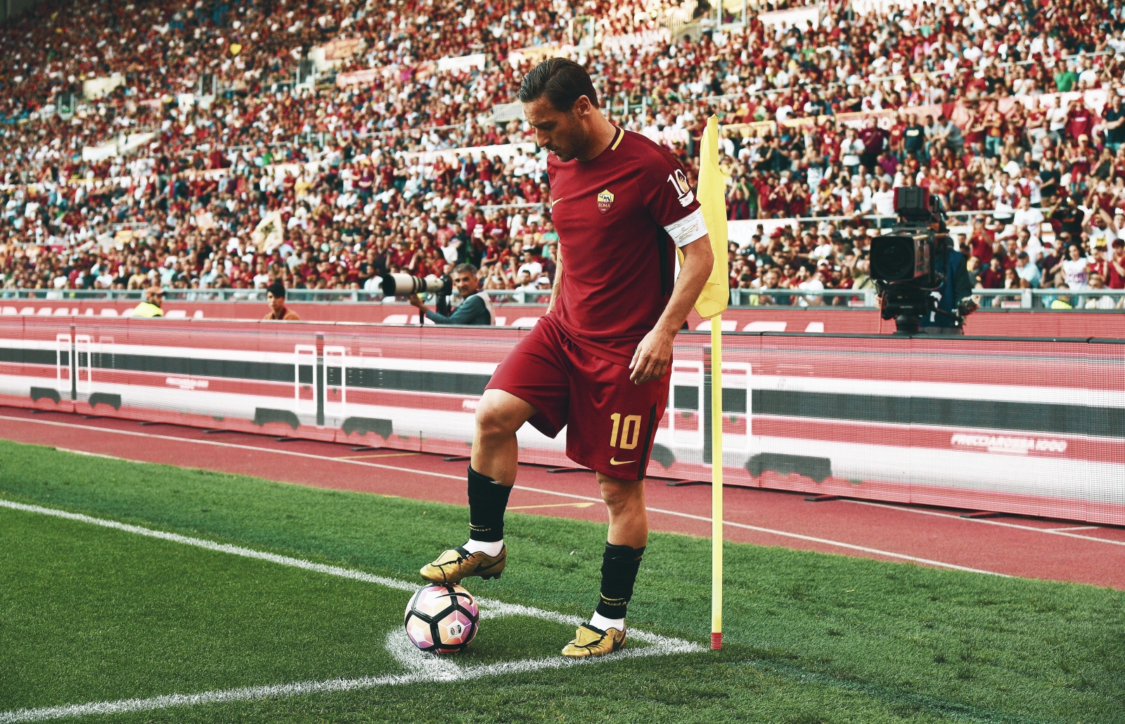 best service 4c989 7a35c The divisive final days of Francesco Totti at Roma